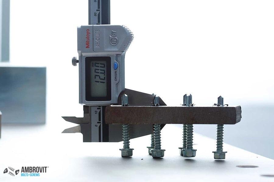 ambrovit-produzione-viti-bulloni-laboratorio-03