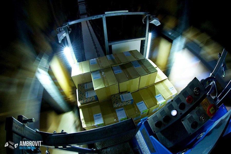 ambrovit-produzione-viti-bulloni-storage-03
